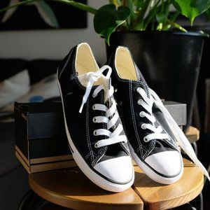 *NEW*CHUCK TAYLOR ALL STAR DAINTY LOW TOP IN BLACK
